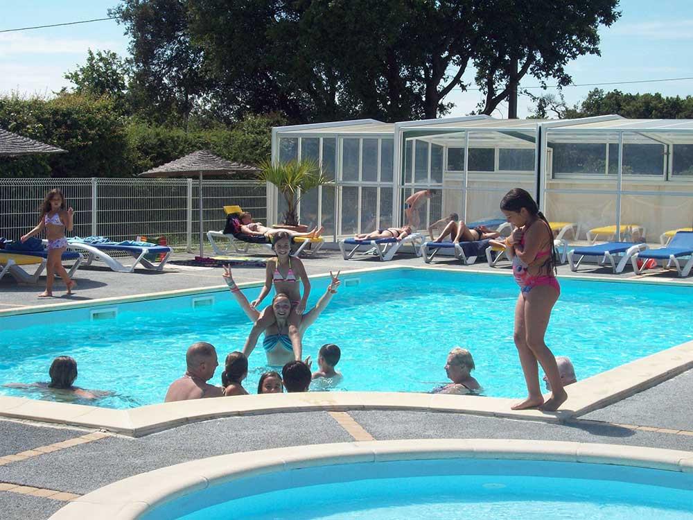 Camping avec piscine couverte les Sables d'Olonne