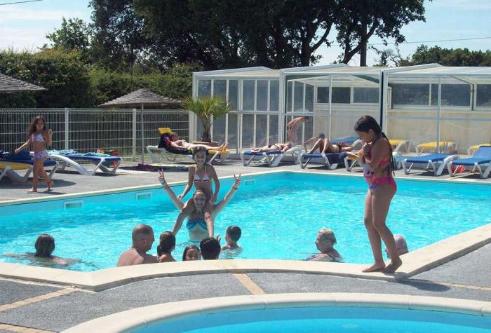 piscine avec vente de mobil home en camping les Sables d'olonne
