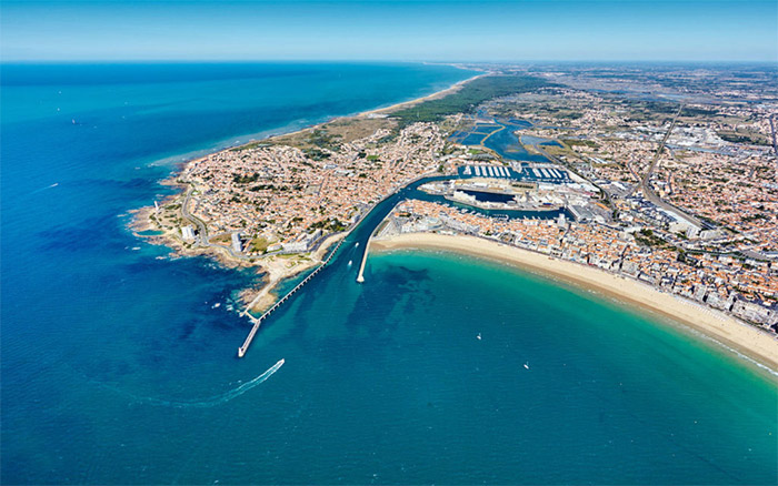 Vue aérienne de la plage près de votre emplacement de Camping